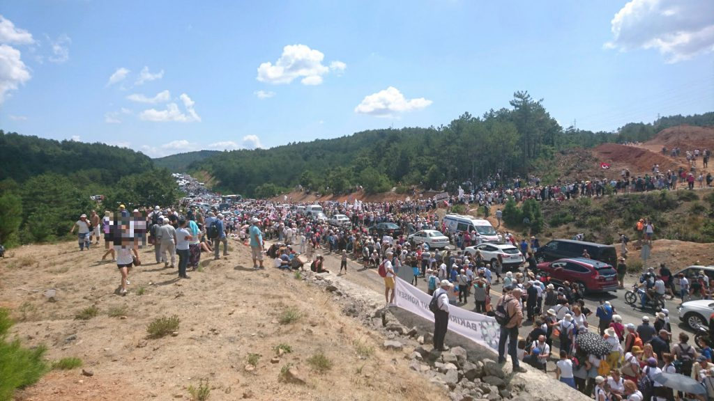 Picture of the demonstration against a gold mine in the Kaz mountains